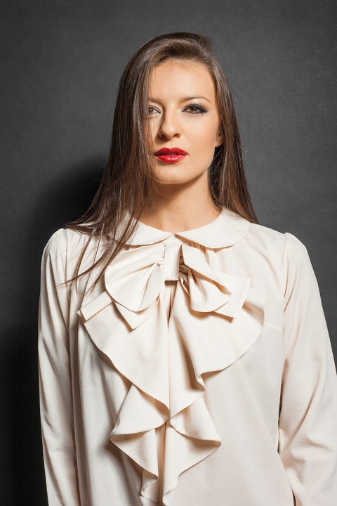 Дамска ефирна блуза - Дамски дрехи  - Блузи, Луксозни дрехи, бански 2018, промоция бански, комплект мама и бебе, ленени ризи, дрехи по поръчка, шапки с пух, дамски дрехи, дамски палта, Блузи