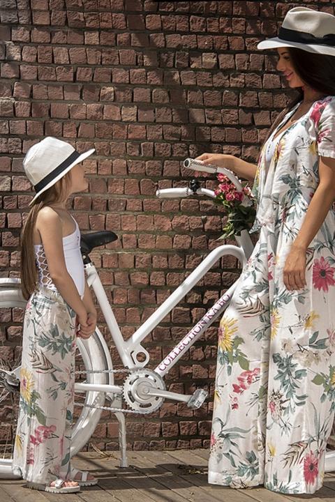 Детски панталон Flowers & Beach - Детски дрехи  - Панталони, Луксозни дрехи, бански 2020, промоция бански, комплект мама и бебе, ленени ризи, дрехи по поръчка, шапки с пух, дамски дрехи, дамски палта, Панталони